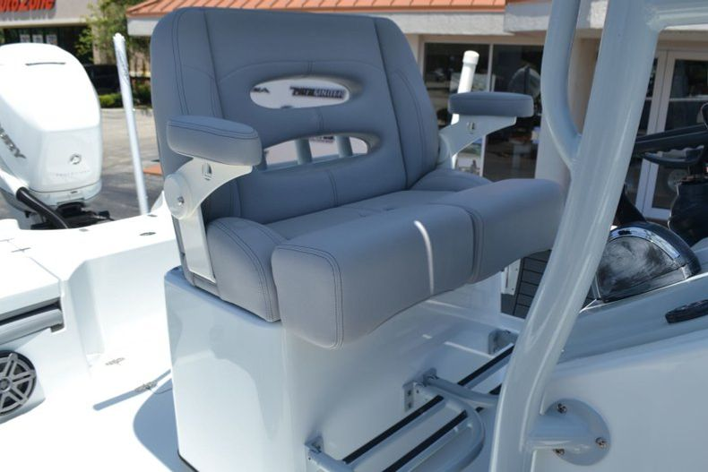 Thumbnail 20 for Used 2018 Pathfinder 2500 Hybrid boat for sale in Vero Beach, FL