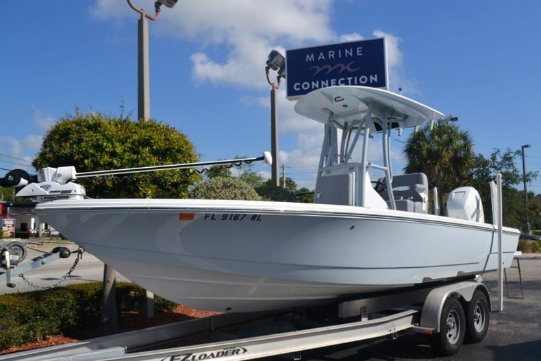 Thumbnail 1 for Used 2018 Pathfinder 2500 Hybrid boat for sale in Vero Beach, FL