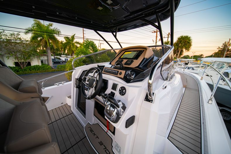 Thumbnail 25 for New 2019 Ranieri Next 370 SH boat for sale in West Palm Beach, FL