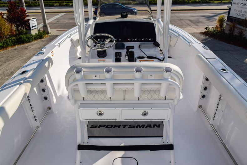 Thumbnail 10 for New 2020 Sportsman Heritage 231 Center Console boat for sale in West Palm Beach, FL