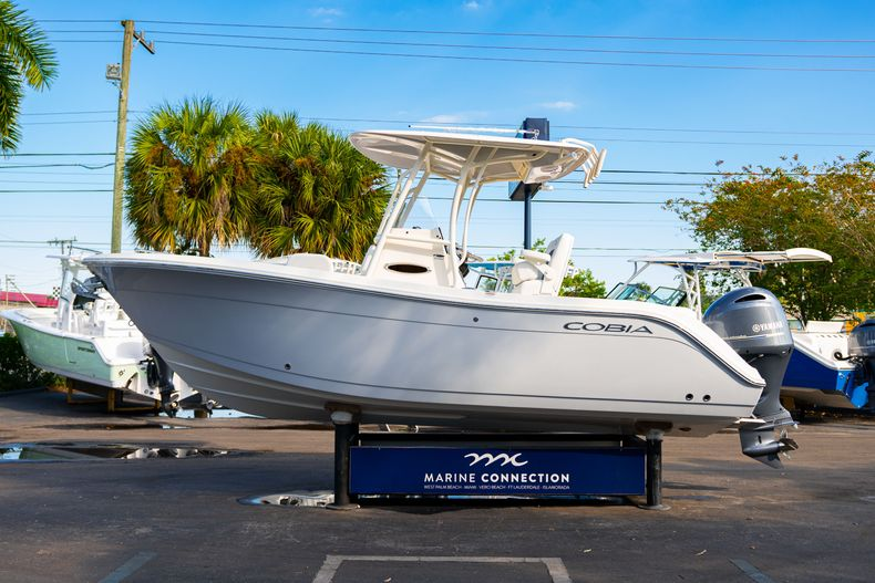 Thumbnail 4 for New 2020 Cobia 220 CC Center Console boat for sale in West Palm Beach, FL