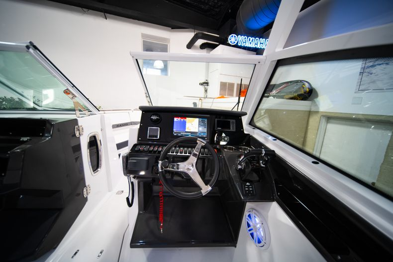 Thumbnail 24 for New 2020 Blackfin 272DC Dual Console boat for sale in Fort Lauderdale, FL