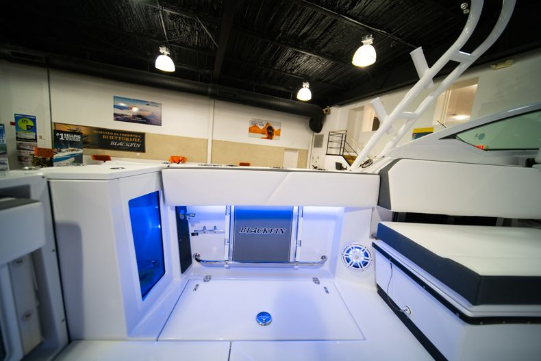 Thumbnail 12 for New 2020 Blackfin 272DC Dual Console boat for sale in Fort Lauderdale, FL
