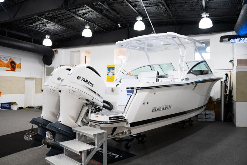 Thumbnail 3 for New 2020 Blackfin 272DC Dual Console boat for sale in Fort Lauderdale, FL