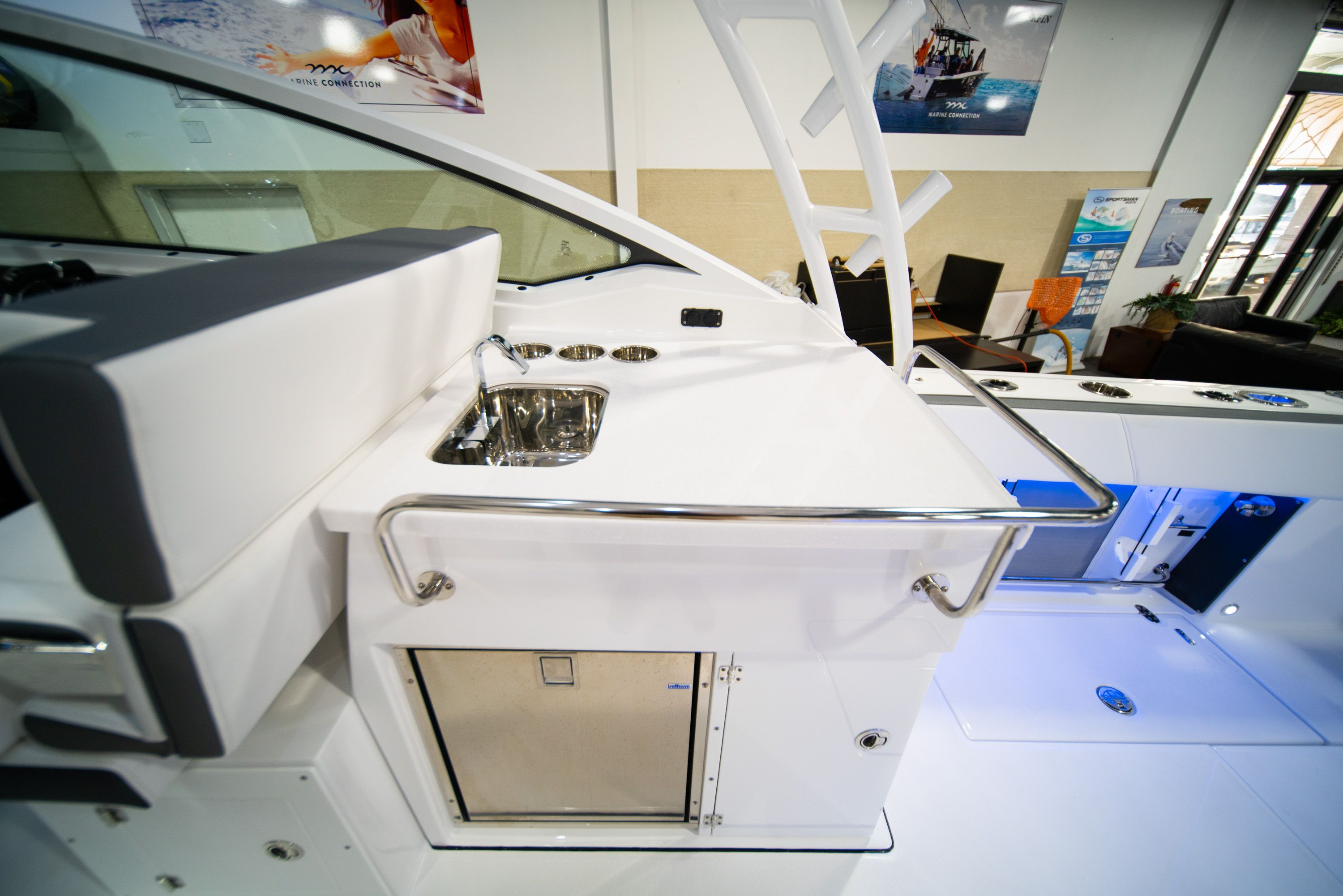 Thumbnail 21 for New 2020 Blackfin 272DC Dual Console boat for sale in West Palm Beach, FL