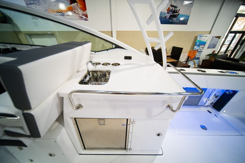 Thumbnail 21 for New 2020 Blackfin 272DC Dual Console boat for sale in Fort Lauderdale, FL