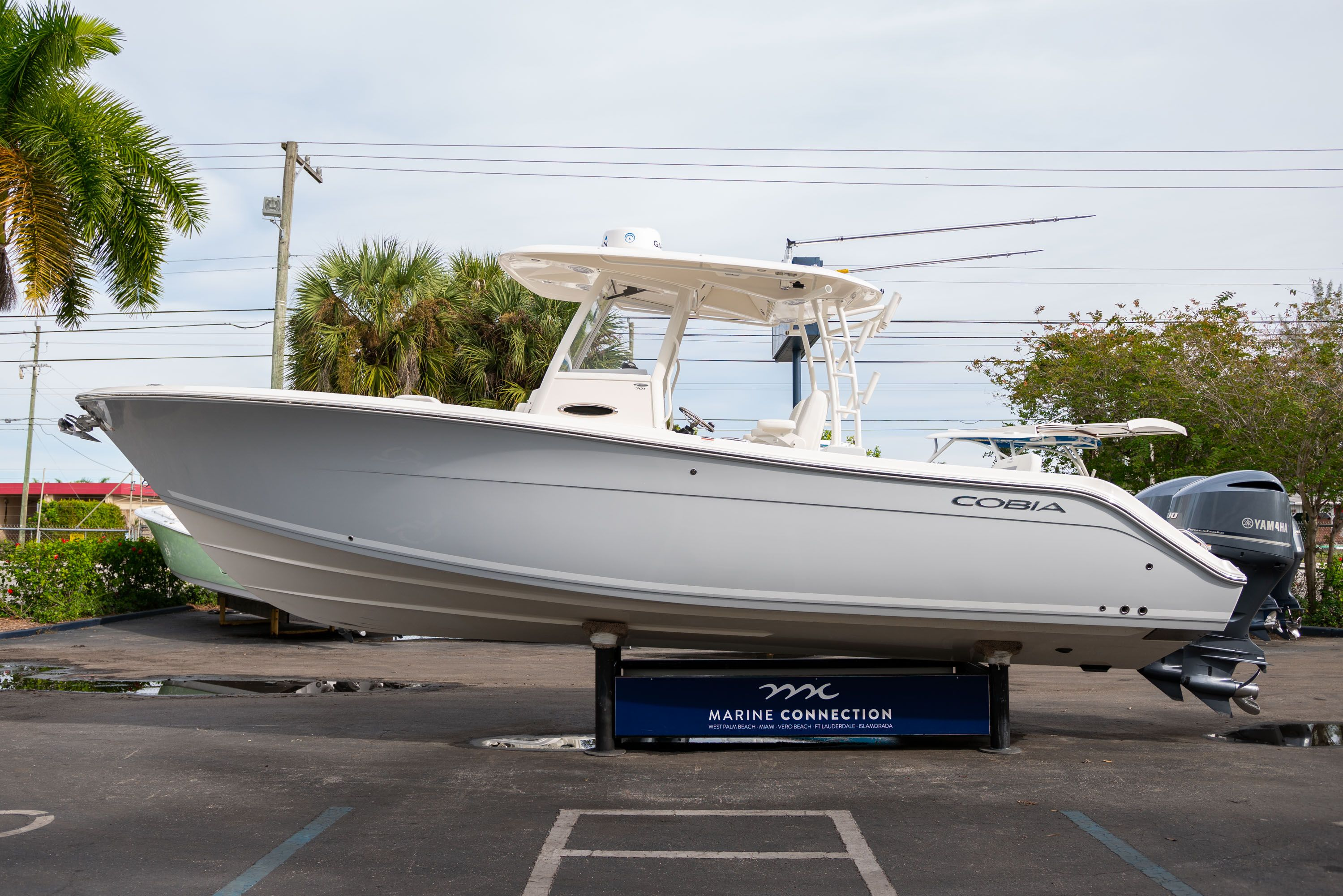 Thumbnail 4 for Used 2019 Cobia 301 CC Center Console boat for sale in West Palm Beach, FL