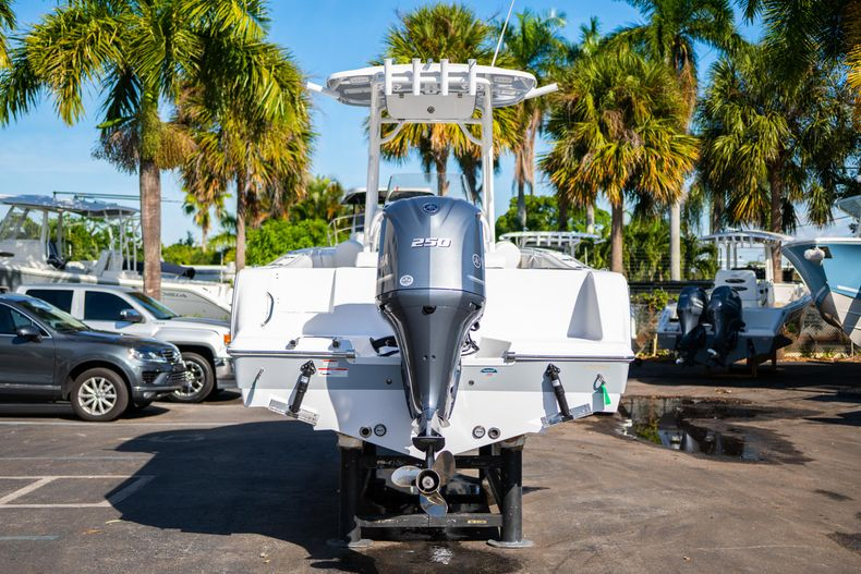 Thumbnail 6 for New 2020 Sportsman Open 232 Center Console boat for sale in West Palm Beach, FL