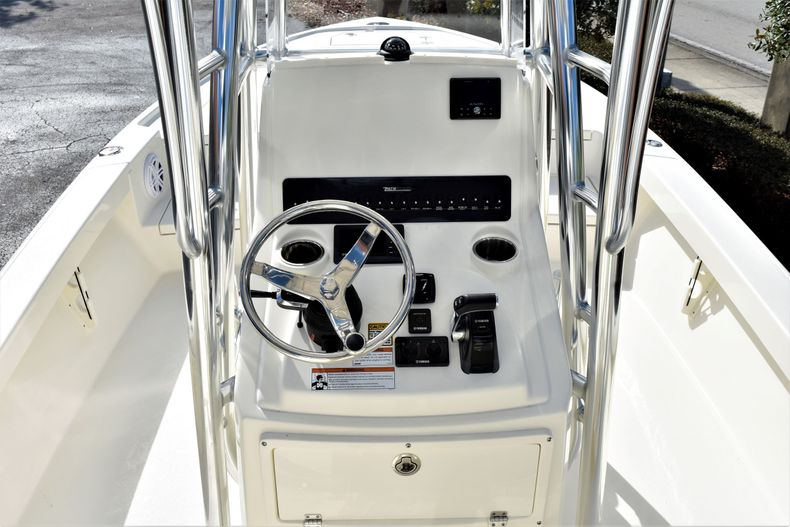 Thumbnail 12 for New 2020 Pathfinder 2500 Hybrid Bay Boat boat for sale in Vero Beach, FL