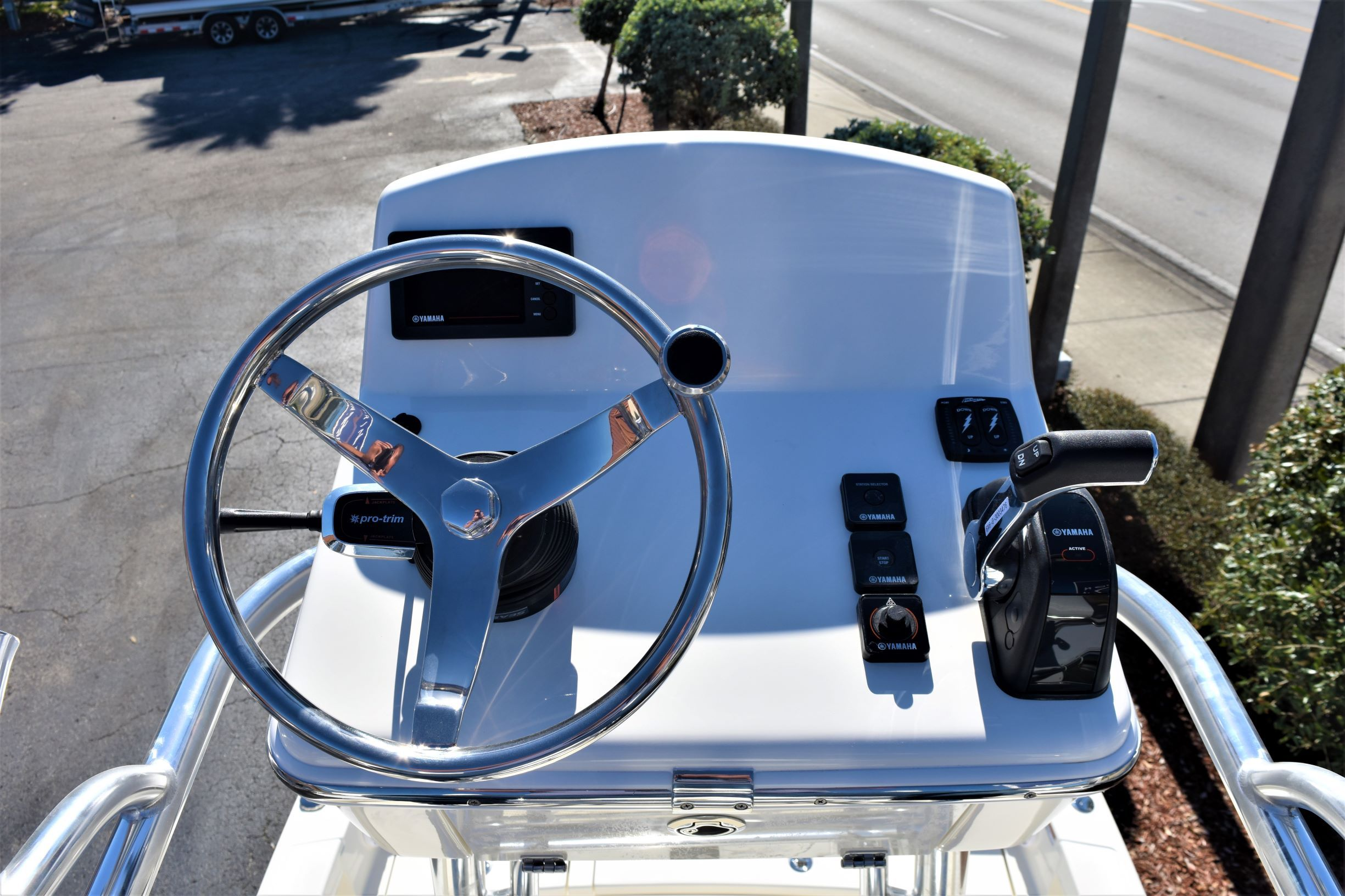 Thumbnail 27 for New 2020 Pathfinder 2500 Hybrid Bay Boat boat for sale in Vero Beach, FL