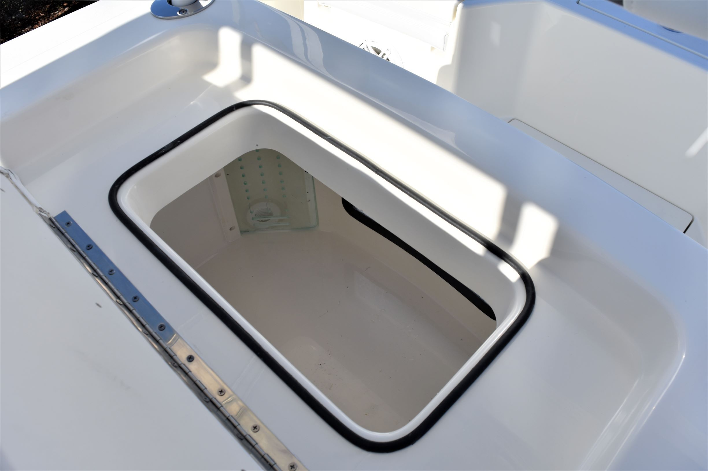 Thumbnail 18 for New 2020 Pathfinder 2500 Hybrid Bay Boat boat for sale in Vero Beach, FL