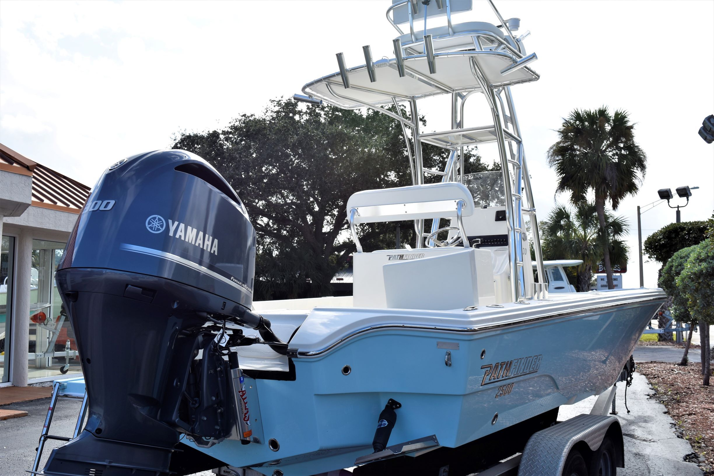 Thumbnail 5 for New 2020 Pathfinder 2500 Hybrid Bay Boat boat for sale in Vero Beach, FL