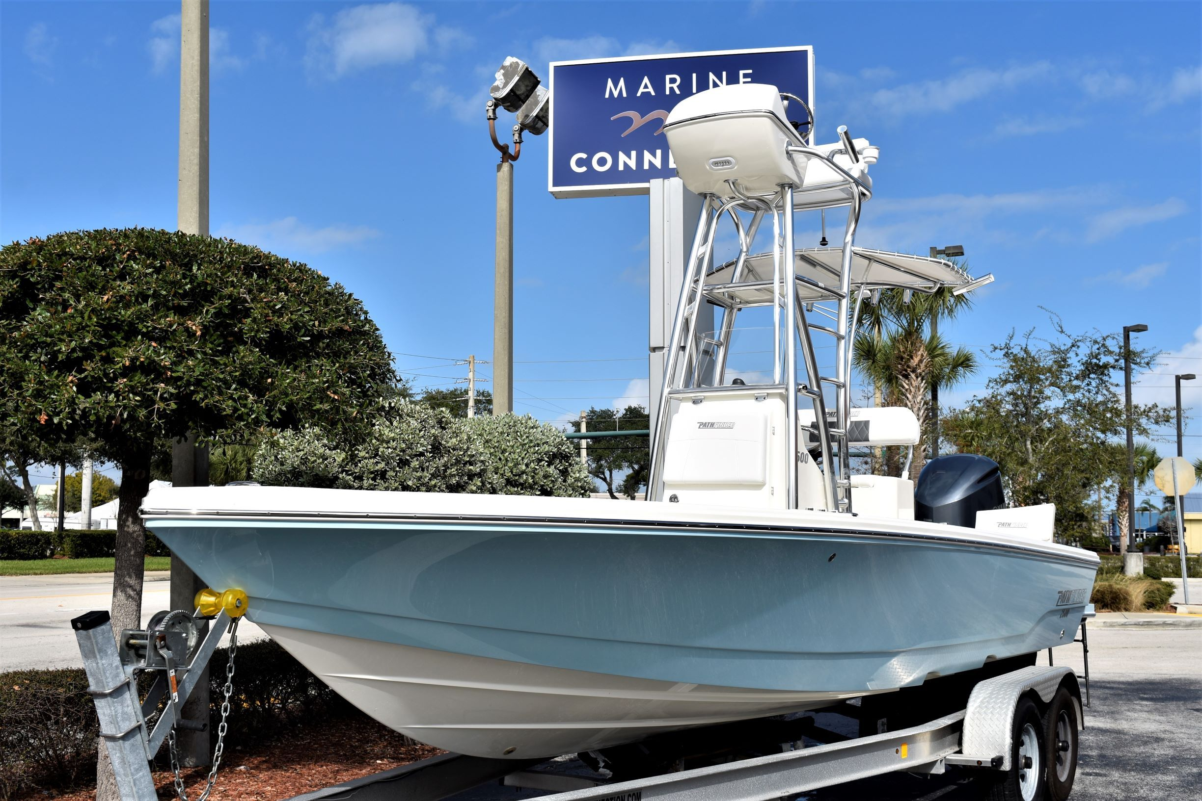 Thumbnail 1 for New 2020 Pathfinder 2500 Hybrid Bay Boat boat for sale in Vero Beach, FL