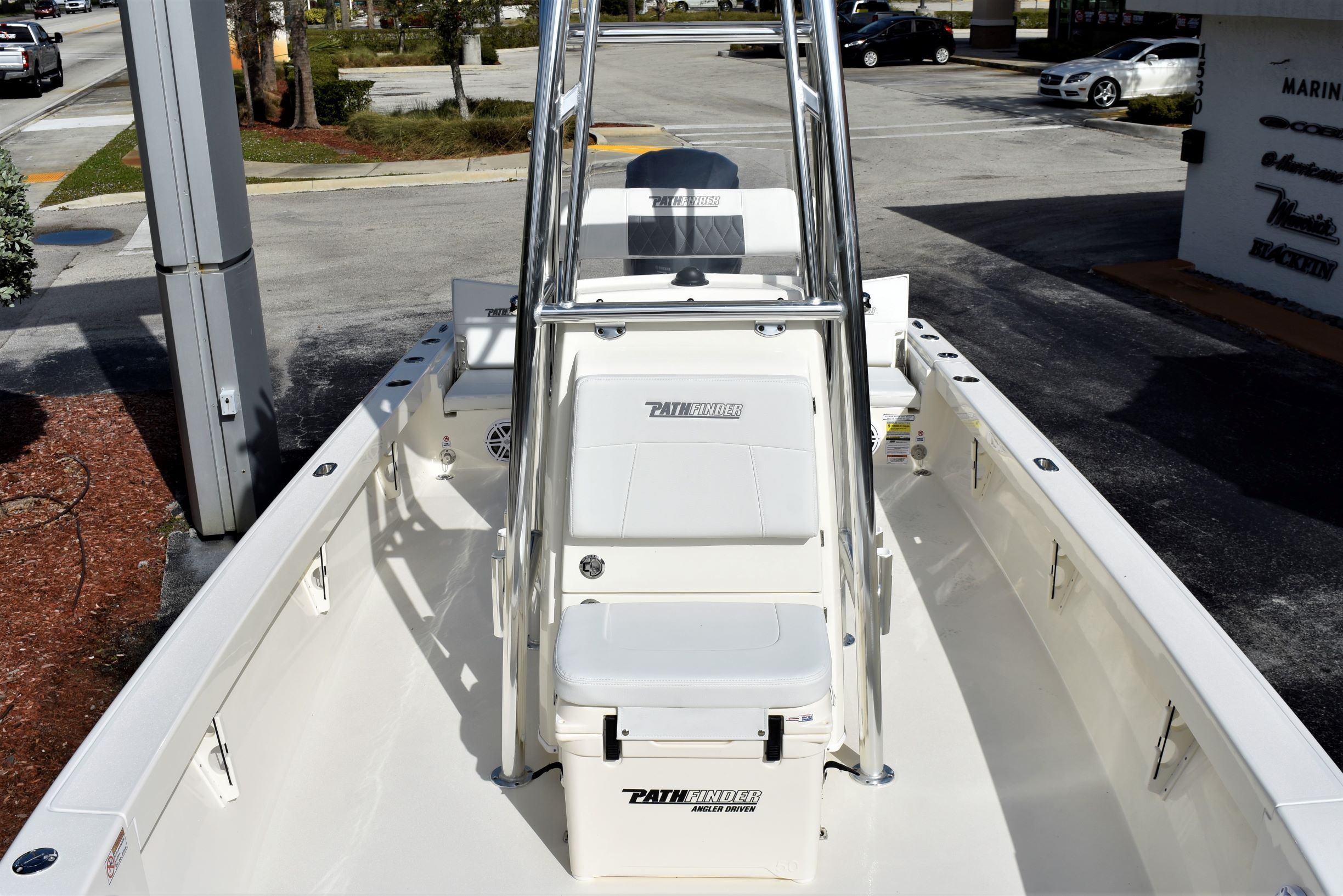 Thumbnail 14 for New 2020 Pathfinder 2500 Hybrid Bay Boat boat for sale in Vero Beach, FL