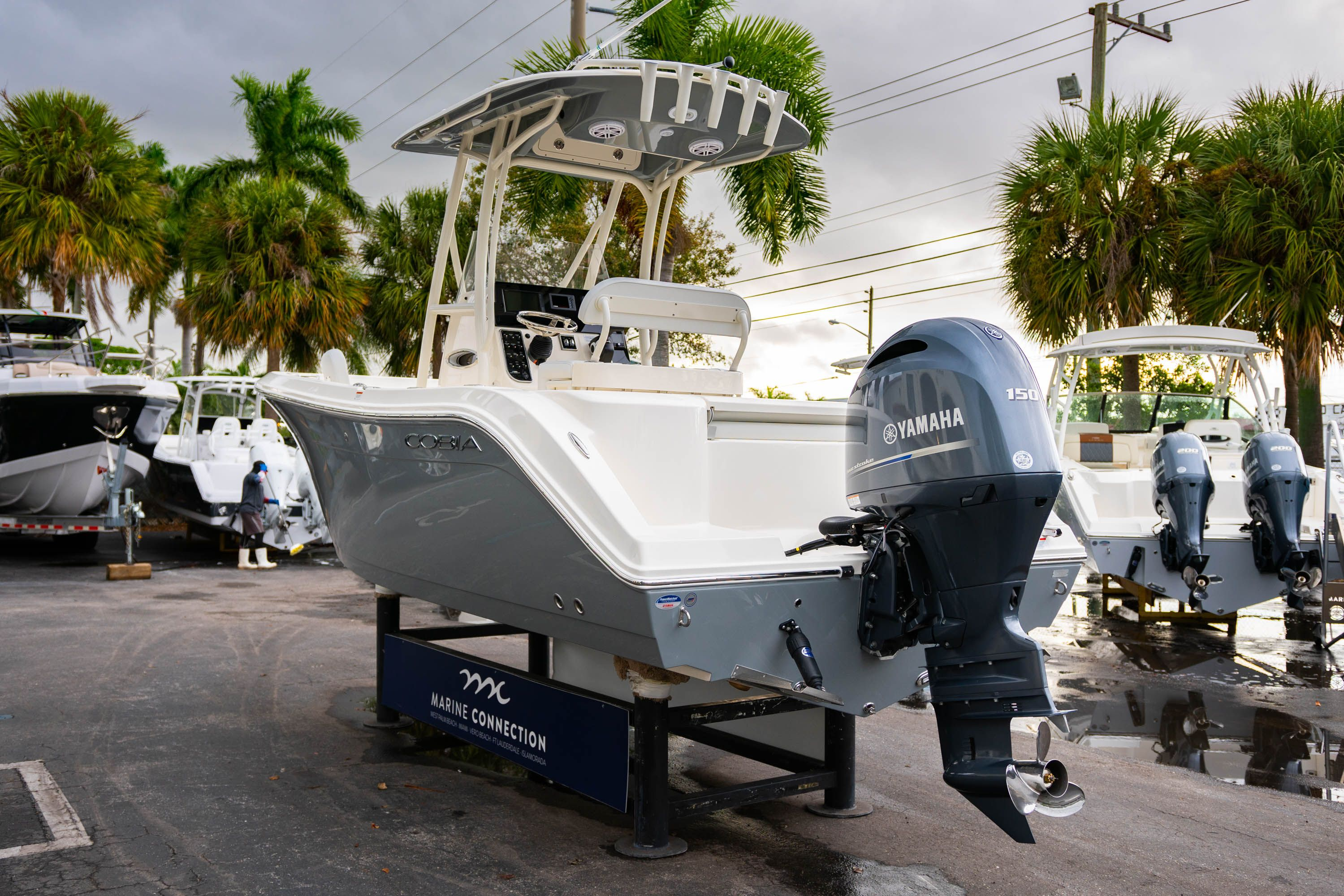 Thumbnail 5 for New 2020 Cobia 201 CC Center Console boat for sale in West Palm Beach, FL