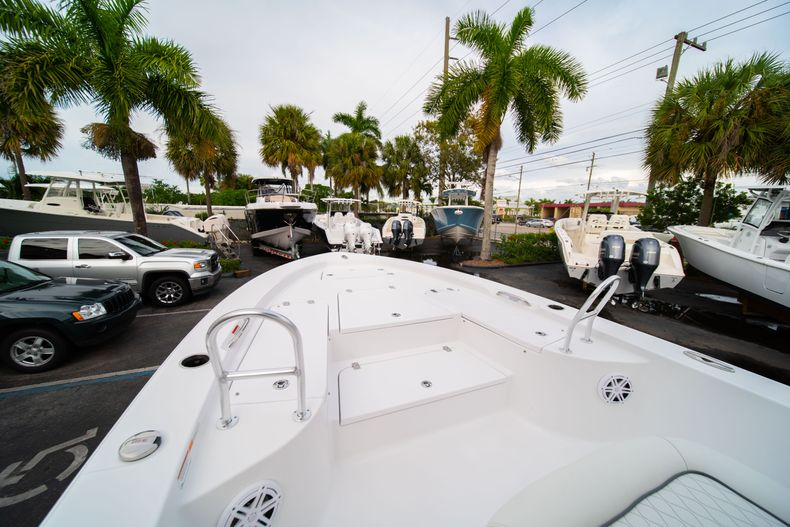 Thumbnail 33 for New 2020 Sportsman Masters 247 Bay Boat boat for sale in Vero Beach, FL
