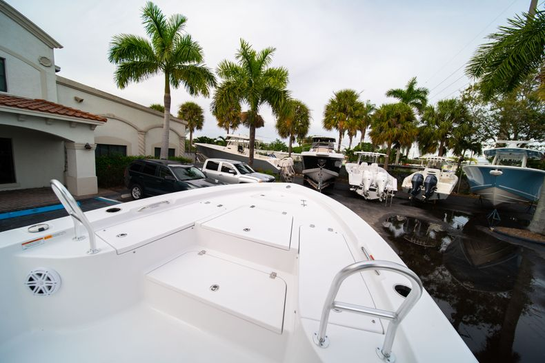 Thumbnail 30 for New 2020 Sportsman Masters 247 Bay Boat boat for sale in Vero Beach, FL