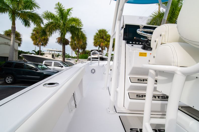 Thumbnail 16 for New 2020 Sportsman Masters 247 Bay Boat boat for sale in Vero Beach, FL