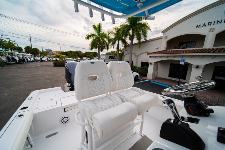 Thumbnail 24 for New 2020 Sportsman Masters 247 Bay Boat boat for sale in Vero Beach, FL