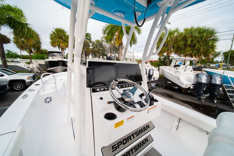 Thumbnail 22 for New 2020 Sportsman Masters 247 Bay Boat boat for sale in Vero Beach, FL
