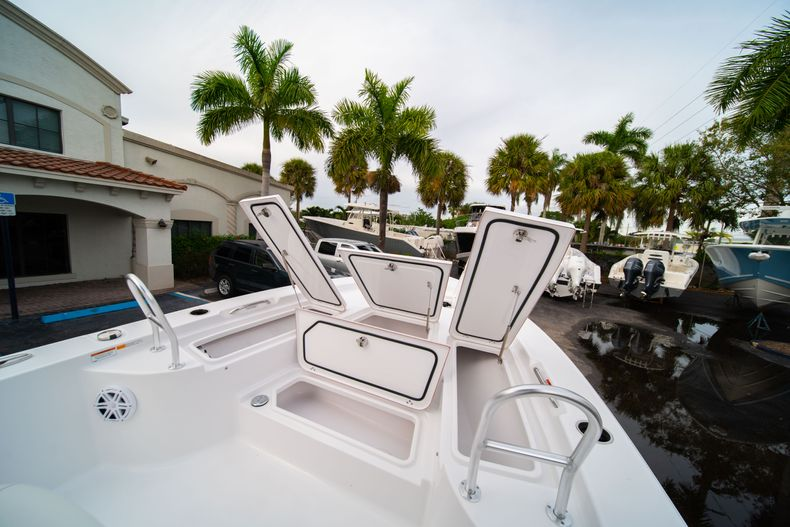 Thumbnail 31 for New 2020 Sportsman Masters 247 Bay Boat boat for sale in Vero Beach, FL