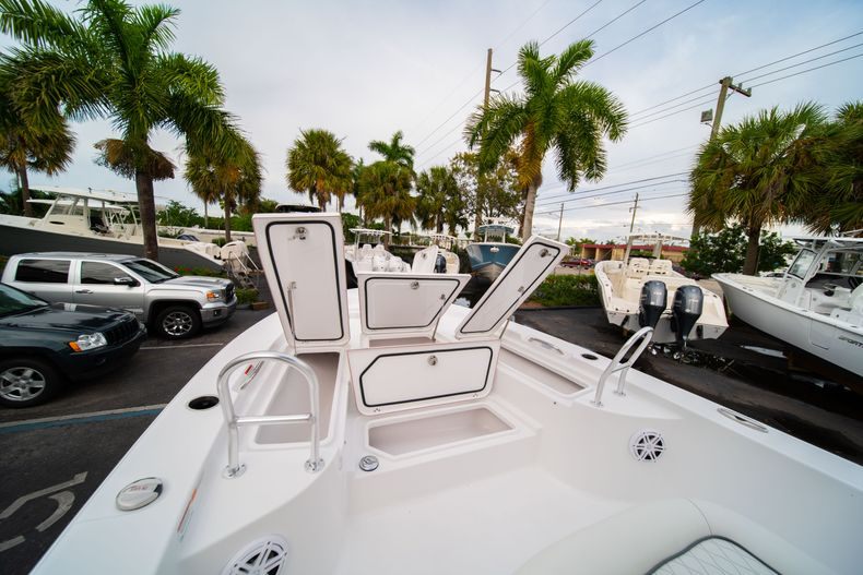 Thumbnail 34 for New 2020 Sportsman Masters 247 Bay Boat boat for sale in Vero Beach, FL