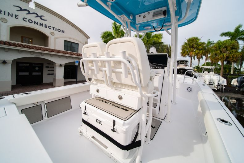 Thumbnail 14 for New 2020 Sportsman Masters 247 Bay Boat boat for sale in Vero Beach, FL