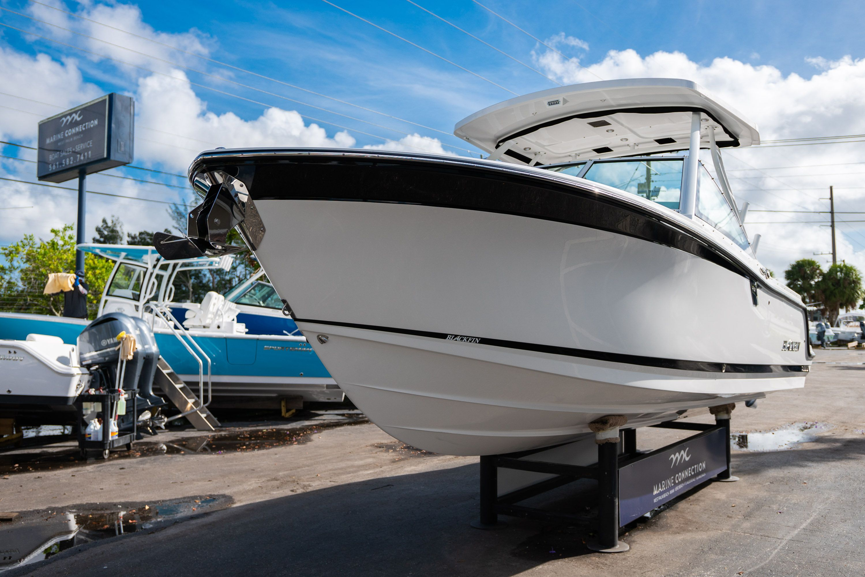 Thumbnail 3 for New 2020 Blackfin 242DC Dual Console boat for sale in West Palm Beach, FL