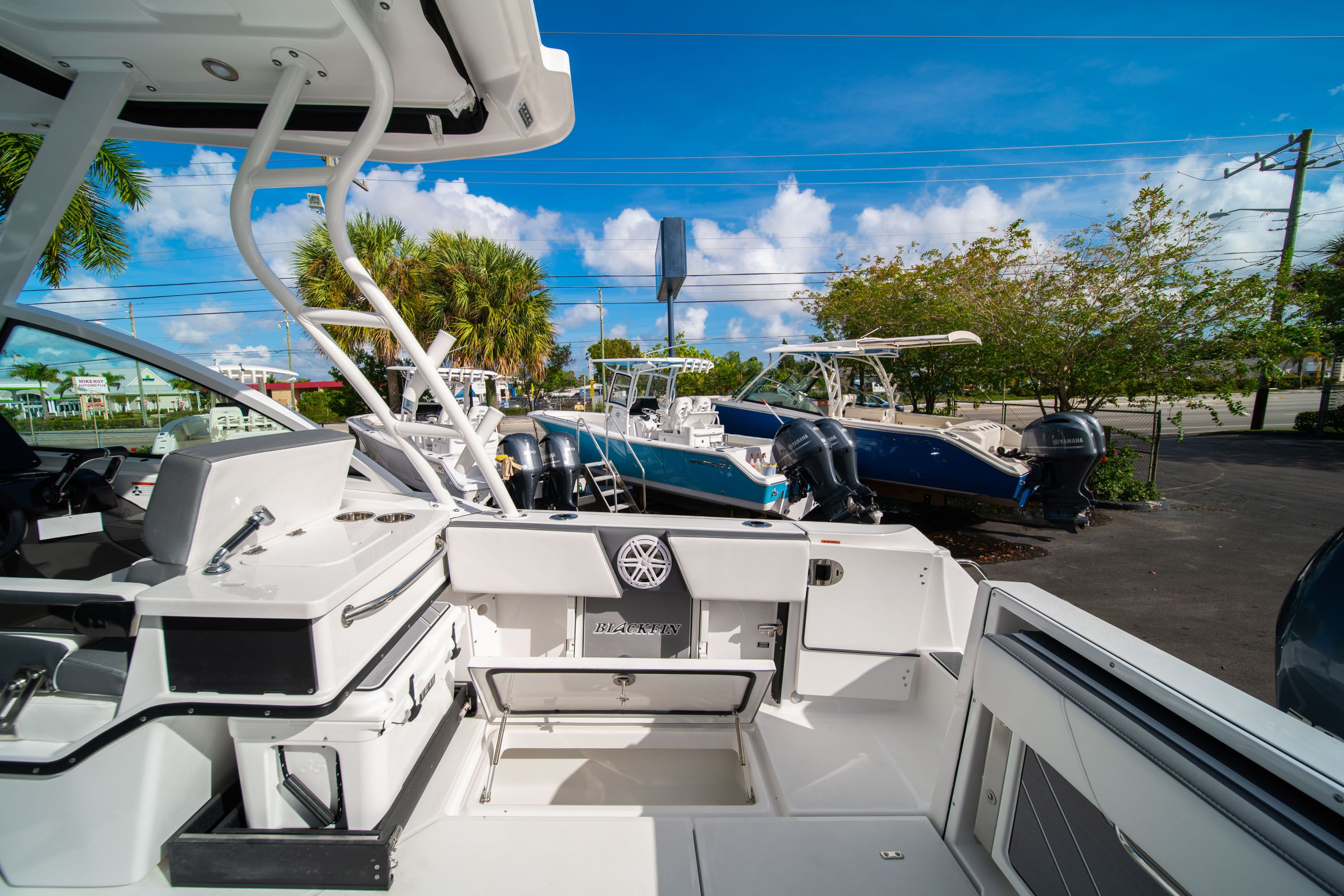Thumbnail 20 for New 2020 Blackfin 242DC Dual Console boat for sale in West Palm Beach, FL