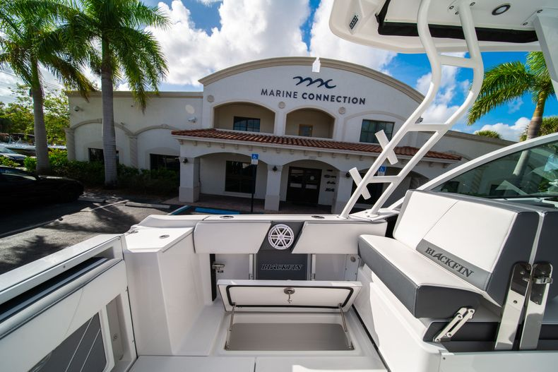 Thumbnail 22 for New 2020 Blackfin 242DC Dual Console boat for sale in West Palm Beach, FL