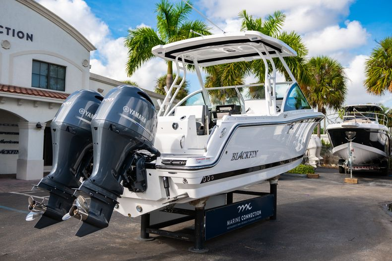 Thumbnail 11 for New 2020 Blackfin 242DC Dual Console boat for sale in West Palm Beach, FL