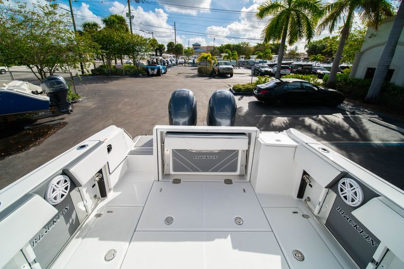 Thumbnail 16 for New 2020 Blackfin 242DC Dual Console boat for sale in West Palm Beach, FL
