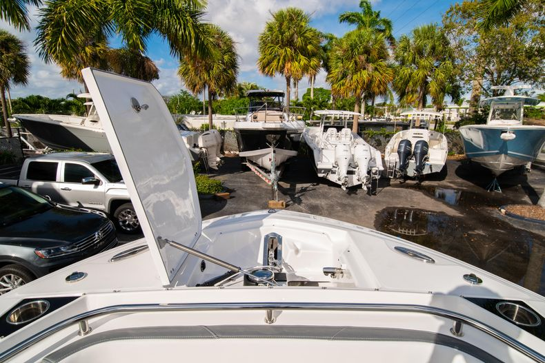 Thumbnail 45 for New 2020 Blackfin 242DC Dual Console boat for sale in West Palm Beach, FL