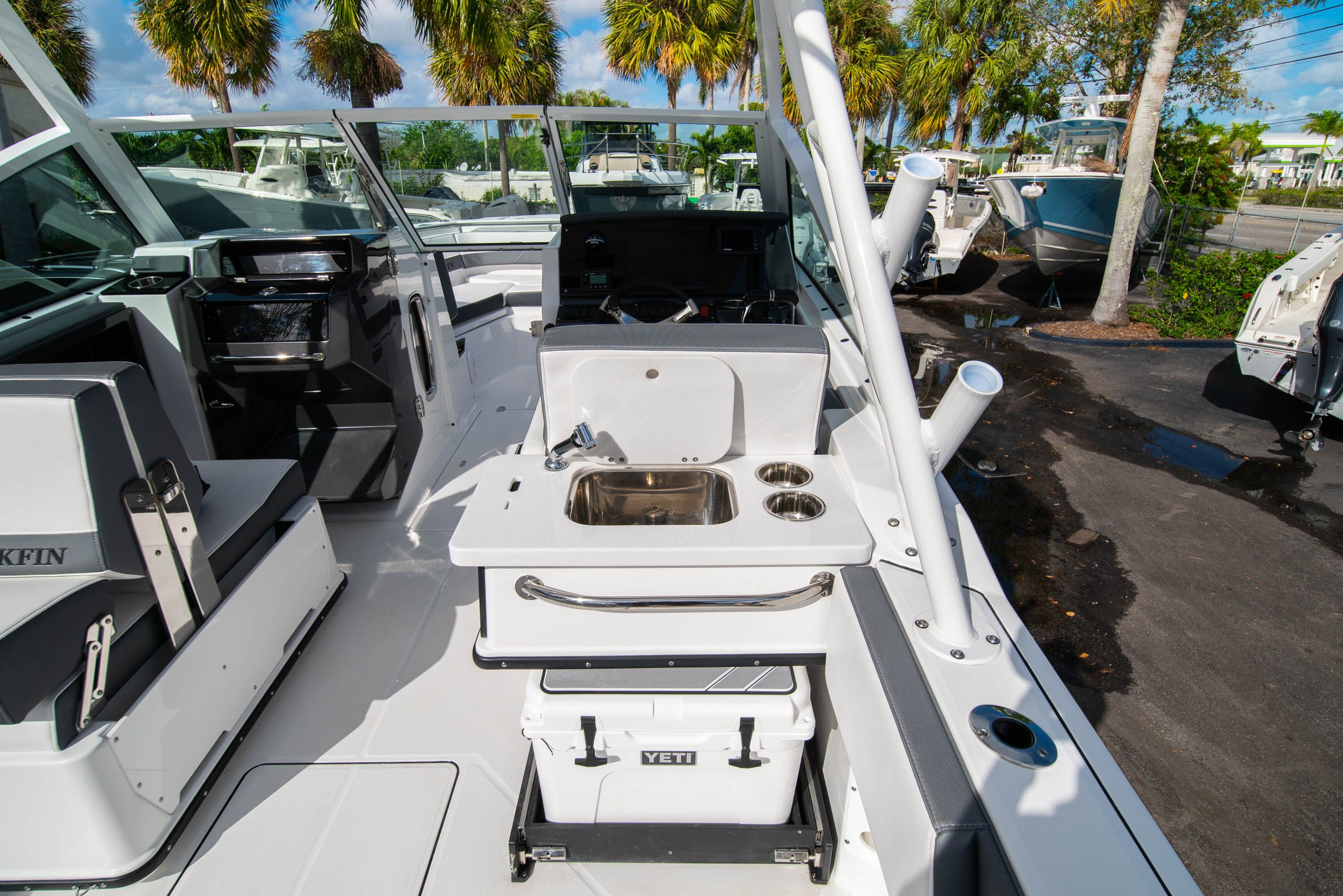 Thumbnail 26 for New 2020 Blackfin 242DC Dual Console boat for sale in West Palm Beach, FL