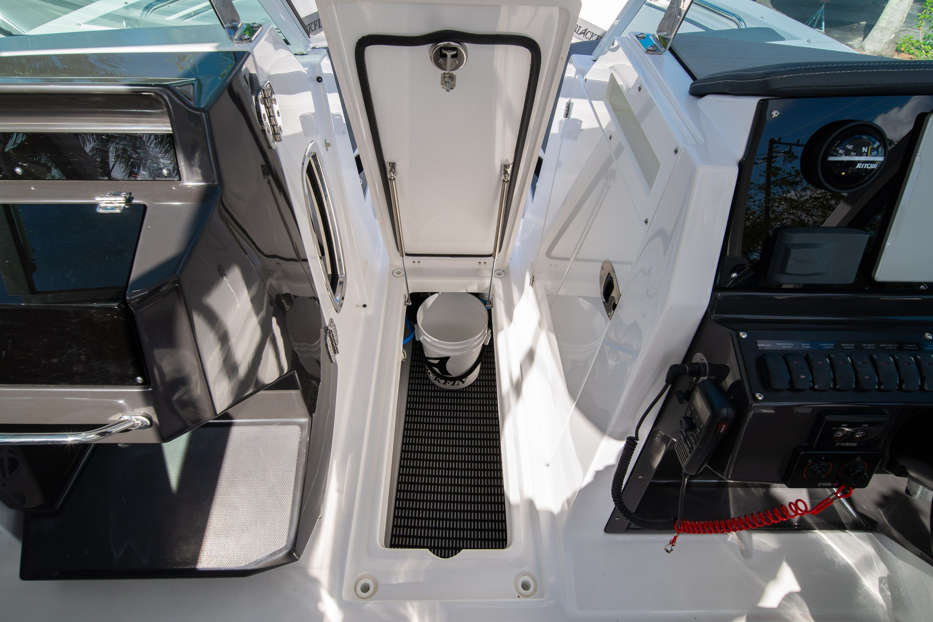 Thumbnail 41 for New 2020 Blackfin 242DC Dual Console boat for sale in West Palm Beach, FL