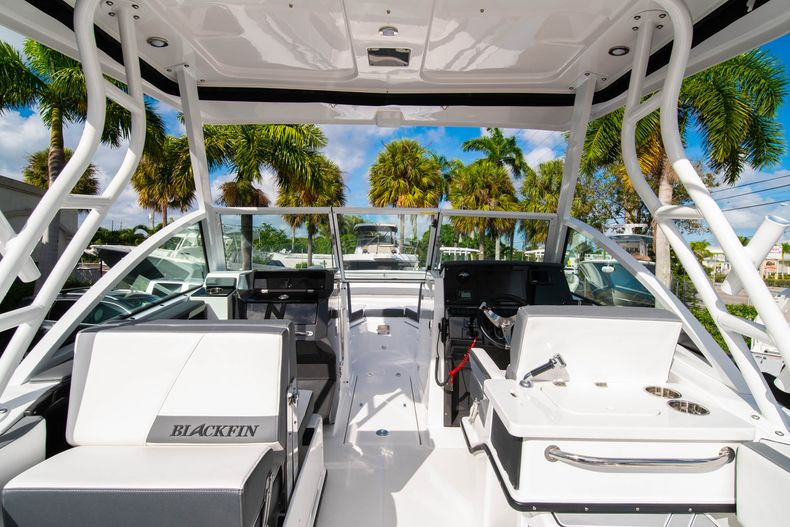 Thumbnail 13 for New 2020 Blackfin 242DC Dual Console boat for sale in West Palm Beach, FL