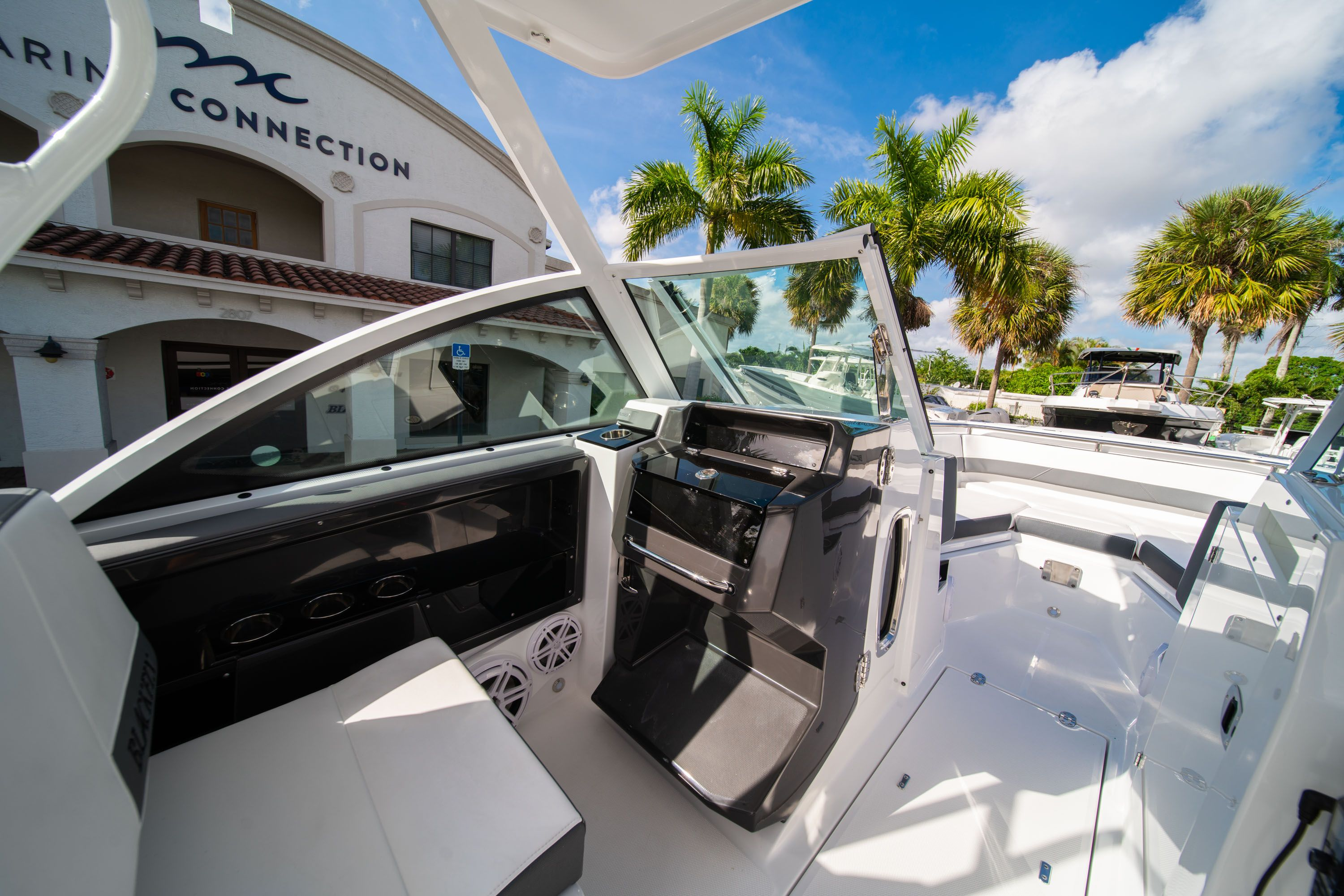 Thumbnail 37 for New 2020 Blackfin 242DC Dual Console boat for sale in West Palm Beach, FL