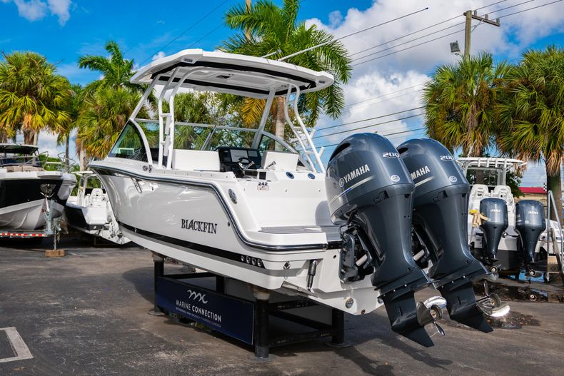 Thumbnail 8 for New 2020 Blackfin 242DC Dual Console boat for sale in West Palm Beach, FL