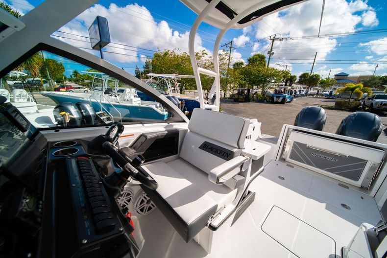 Thumbnail 36 for New 2020 Blackfin 242DC Dual Console boat for sale in West Palm Beach, FL