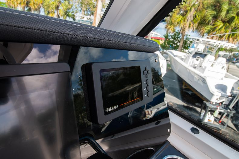 Thumbnail 33 for New 2020 Blackfin 242DC Dual Console boat for sale in West Palm Beach, FL