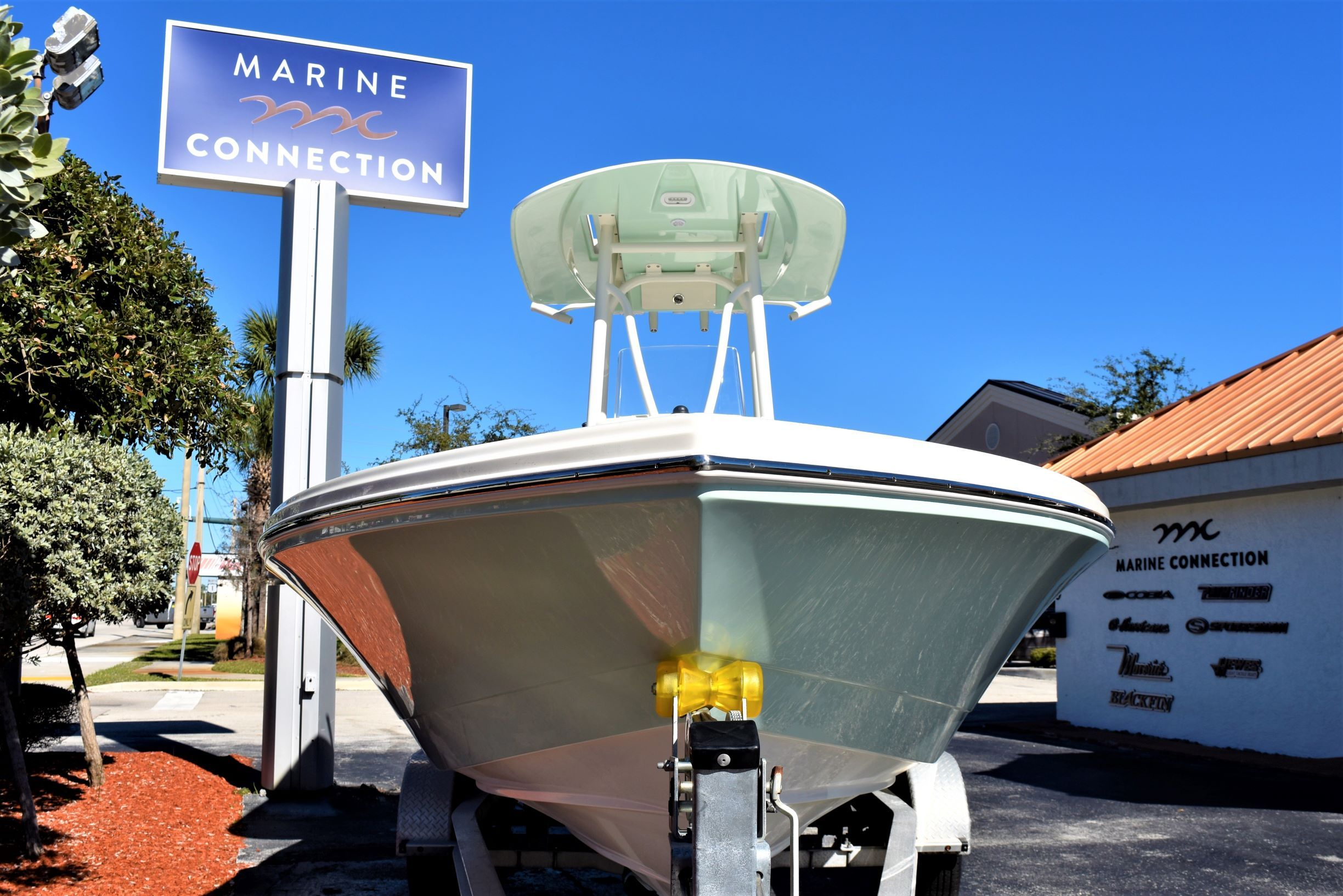 Thumbnail 2 for New 2020 Pathfinder 2600 HPS Bay Boat boat for sale in Vero Beach, FL