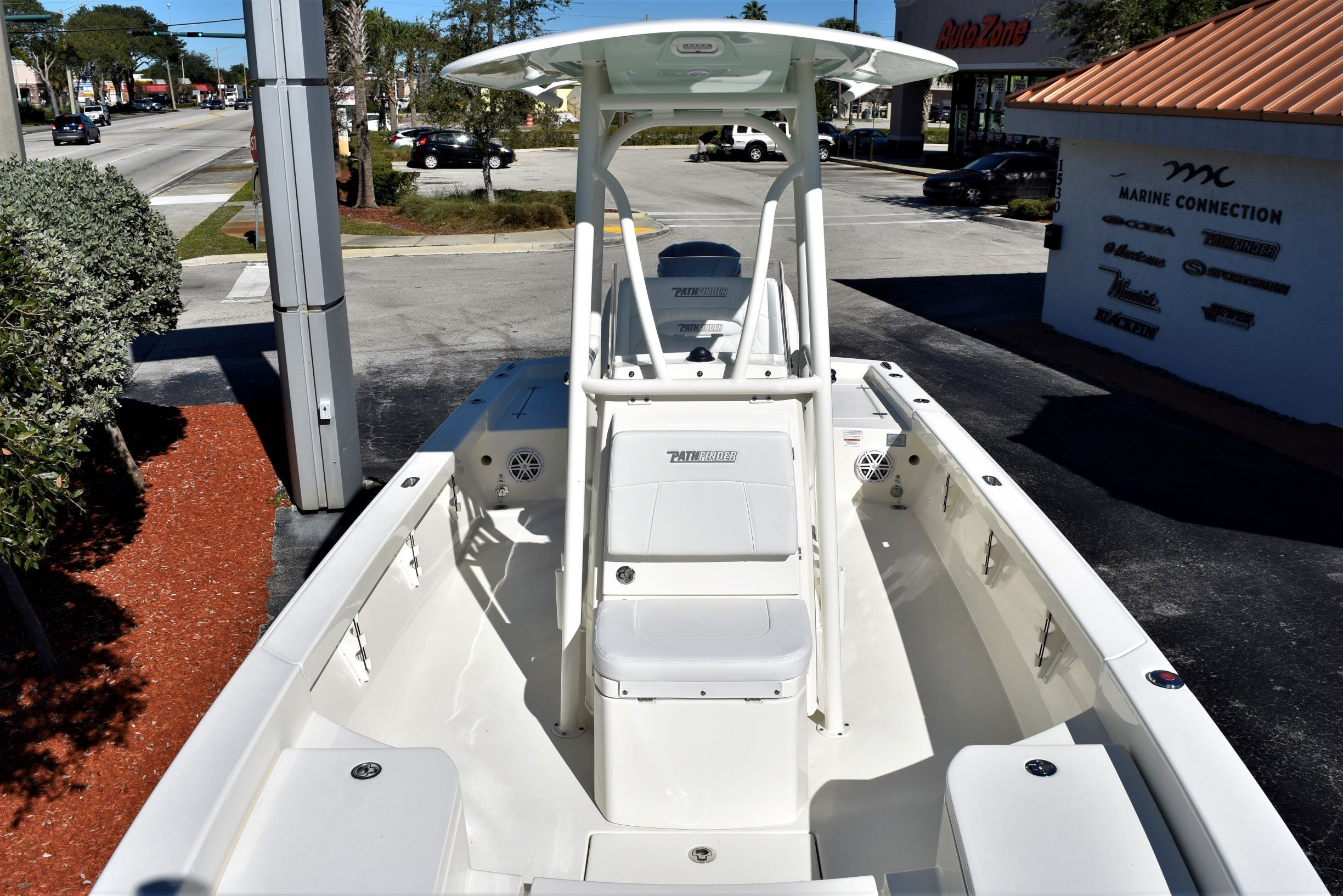 Thumbnail 15 for New 2020 Pathfinder 2600 HPS Bay Boat boat for sale in Vero Beach, FL