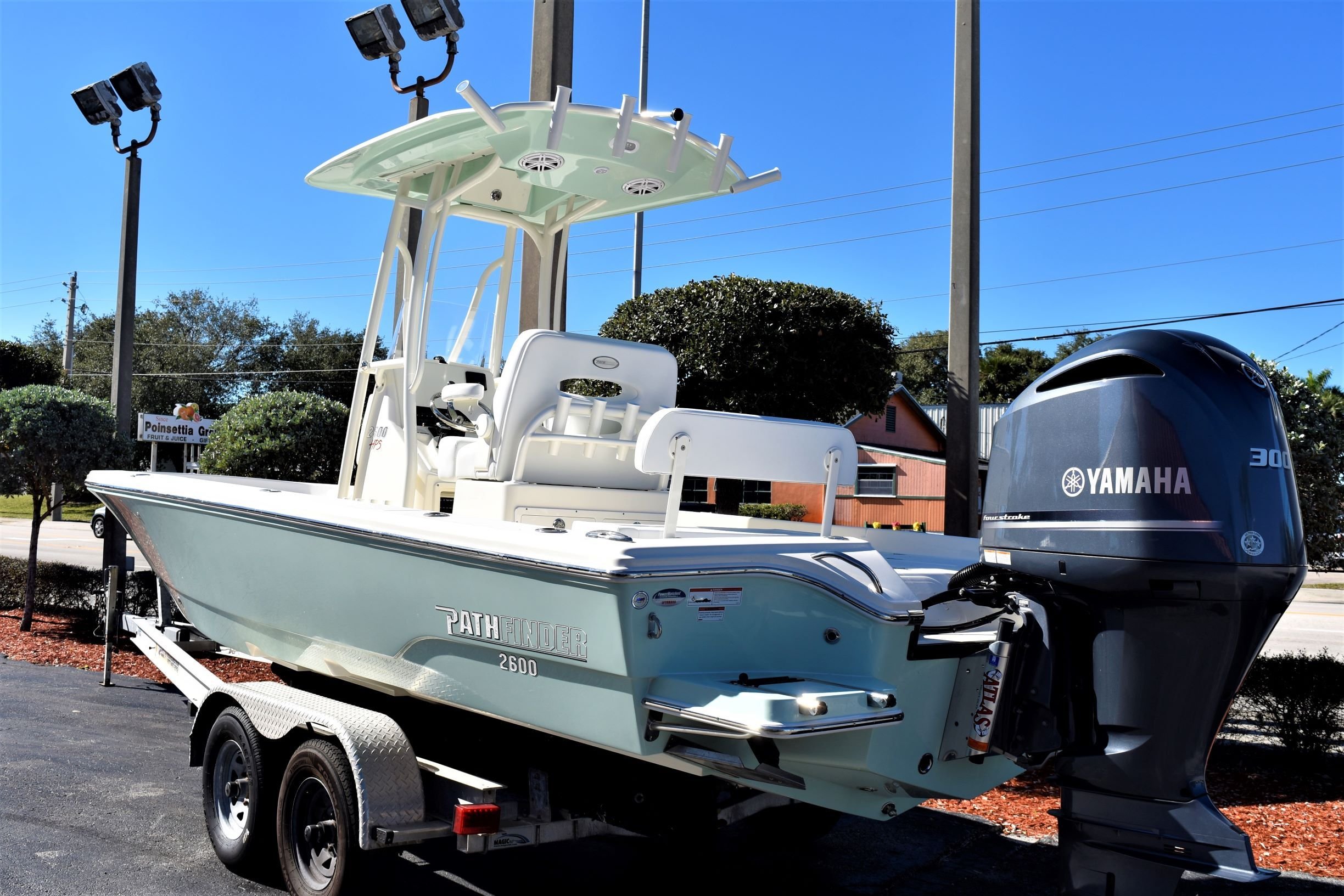 Thumbnail 3 for New 2020 Pathfinder 2600 HPS Bay Boat boat for sale in Vero Beach, FL