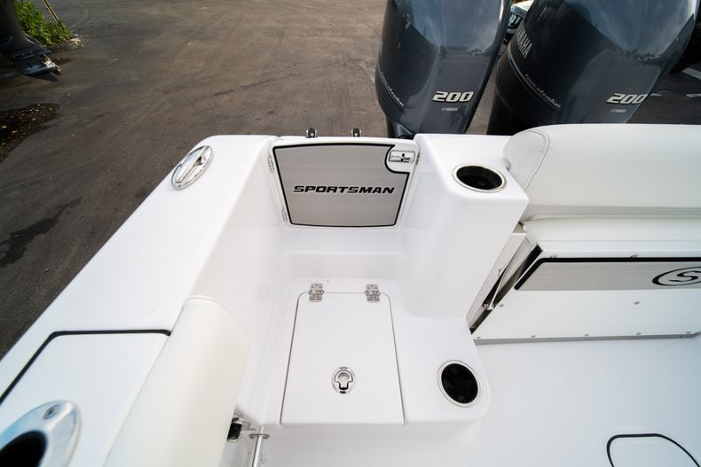 Thumbnail 10 for New 2020 Sportsman Open 282 Center Console boat for sale in Stuart, FL