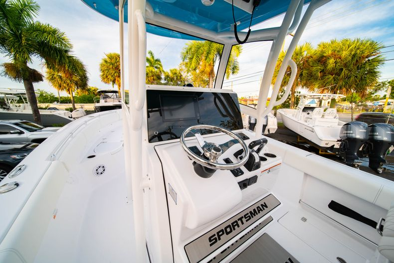 Thumbnail 37 for New 2020 Sportsman Open 282 Center Console boat for sale in Stuart, FL