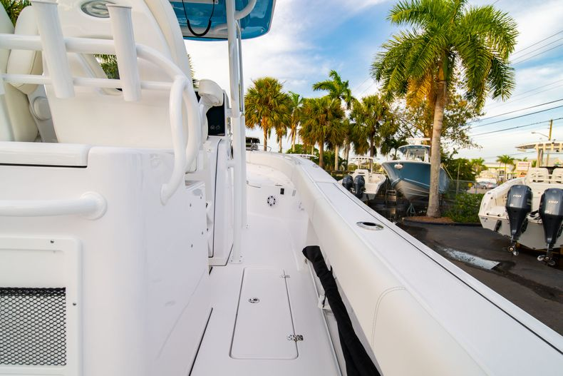 Thumbnail 17 for New 2020 Sportsman Open 282 Center Console boat for sale in Stuart, FL