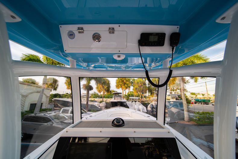 Thumbnail 23 for New 2020 Sportsman Open 282 Center Console boat for sale in Stuart, FL