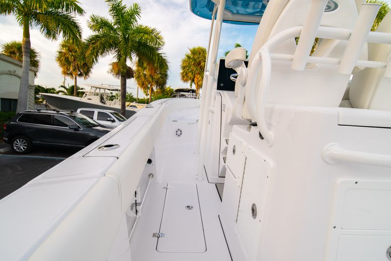 Thumbnail 25 for New 2020 Sportsman Open 282 Center Console boat for sale in Stuart, FL