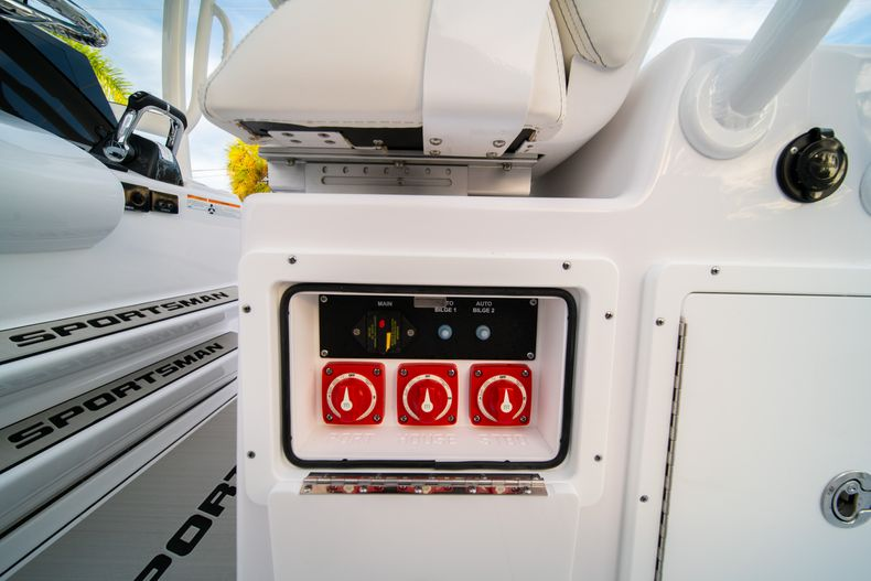 Thumbnail 31 for New 2020 Sportsman Open 282 Center Console boat for sale in Stuart, FL