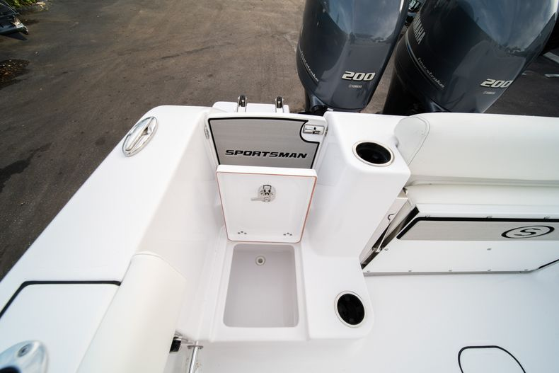 Thumbnail 11 for New 2020 Sportsman Open 282 Center Console boat for sale in Stuart, FL